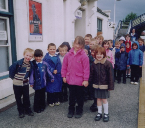 Insch Primary 1 pupils on visit 2003